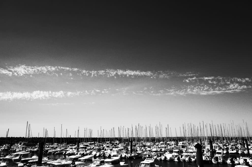 vive la difference: Segelboote im Hafen